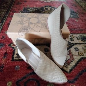 Free People Royale d'orsay flat white snake